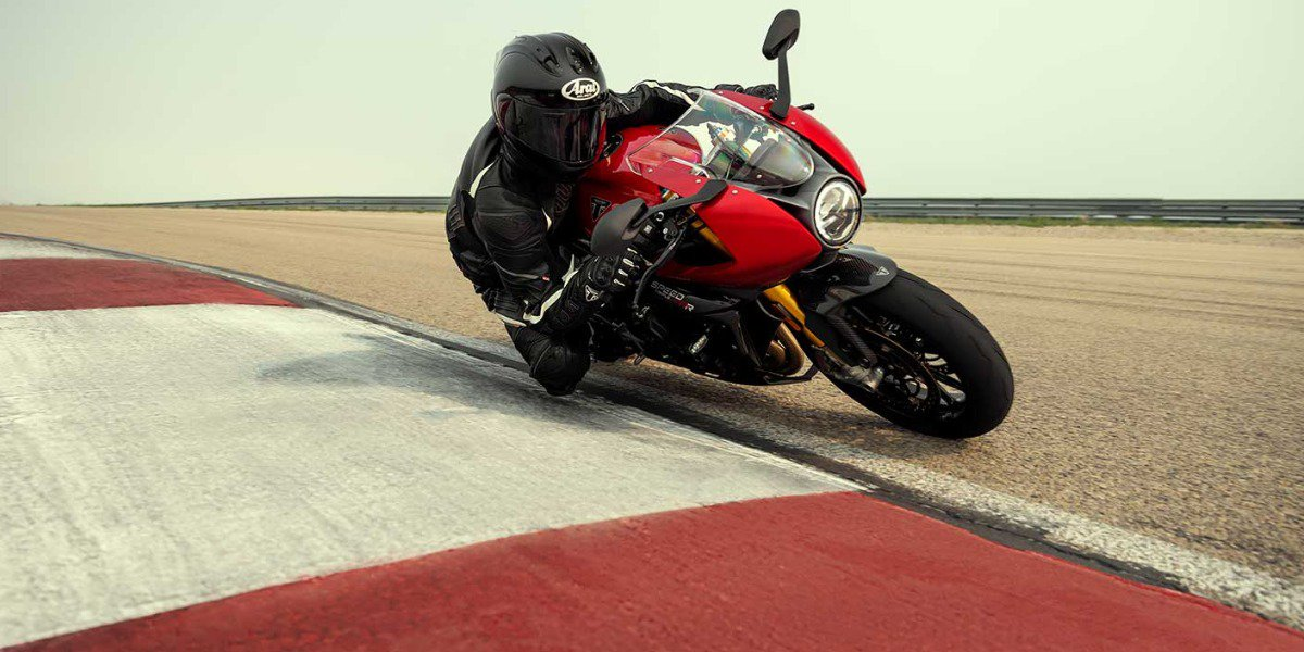 De nieuwe Triumph Speed Triple 1200 RR